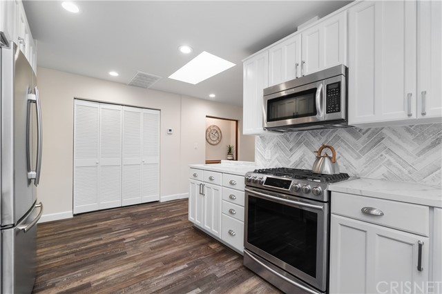Image 12 of 816 N Mansfield Ave, Hollywood, CA 90038