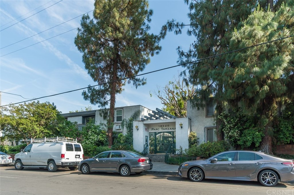 Photo of 18620 HATTERAS STREET #287, Tarzana, CA 91356