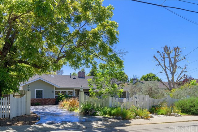 22856 Oxnard Street, Woodland Hills, CA 91367