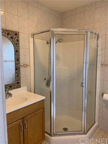 Great guest house . south of Ventura Blvd with private entrance , one Bedroom One bathroom , living room , fresly paint with new windows private and quiet , plenty of space, 850 Sf. of living area. Plus beautiful backyard garden ,near to coffe shops and restaurants , 5 minutes to pierse college