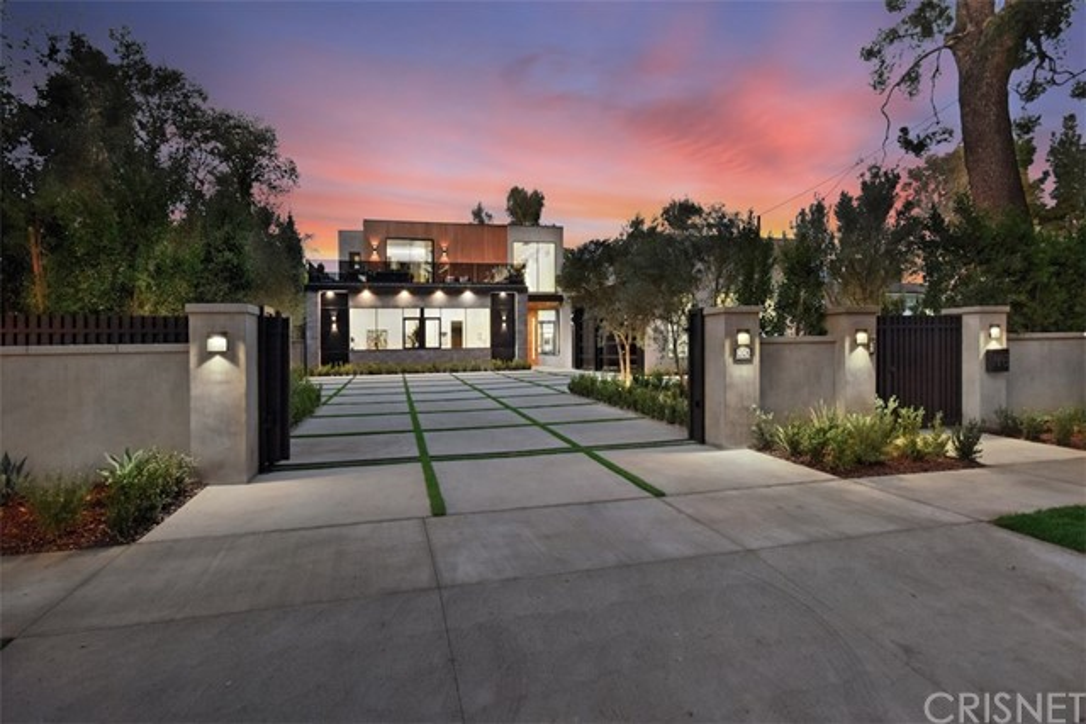 Photo of 14143 Chandler Boulevard, Sherman Oaks, CA 91401
