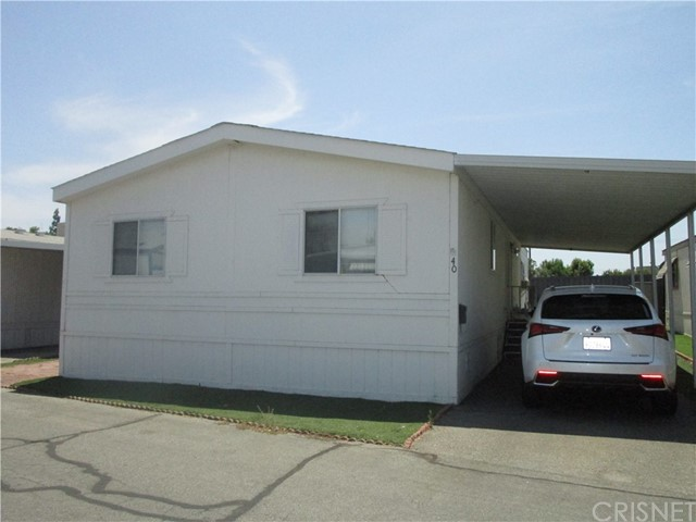 Open Floorplan in this lovely 3 Bedroom 2 Bath Family Home! Low Space Rent of 850 includes the Water
