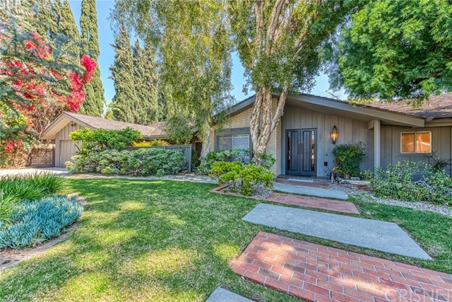 Photo of 9820 Beckford Avenue, Northridge, CA 91324