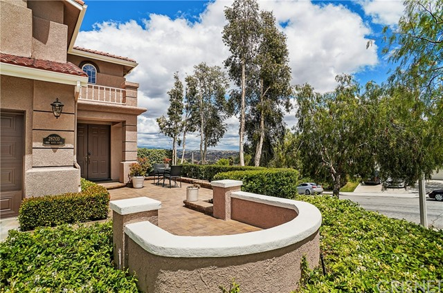 28703 Red Rock Ct, Castaic, CA 91384 Photo 2