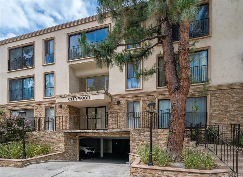 Photo of 15344 WEDDINGTON Street #313, Sherman Oaks, CA 91411