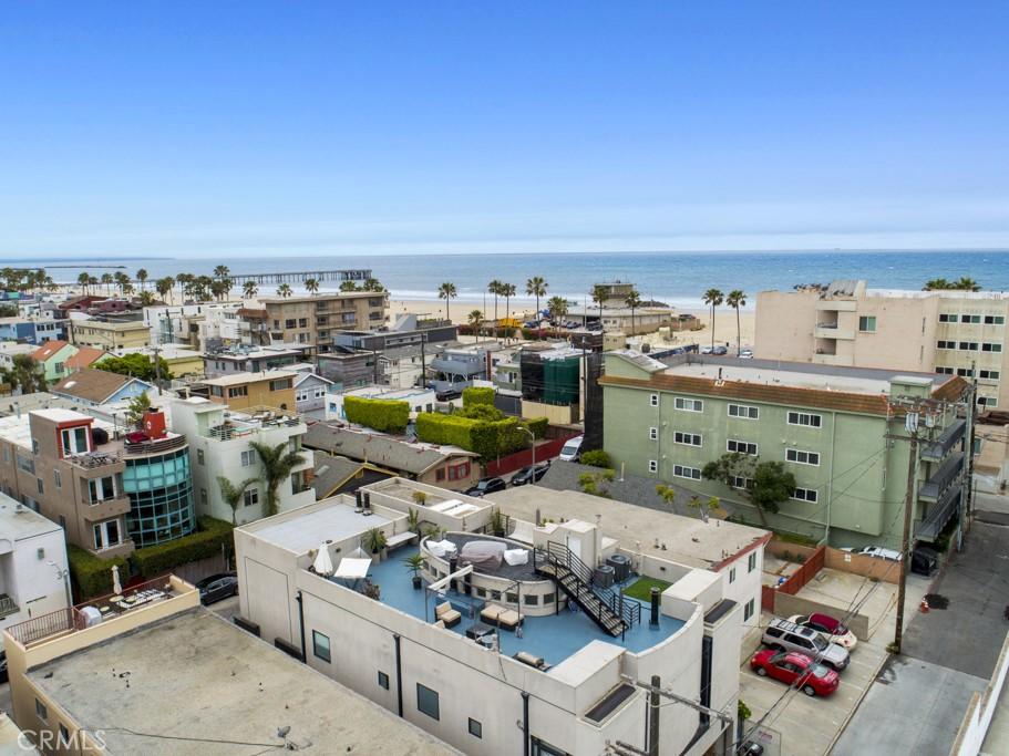 25 Venice Boulevard