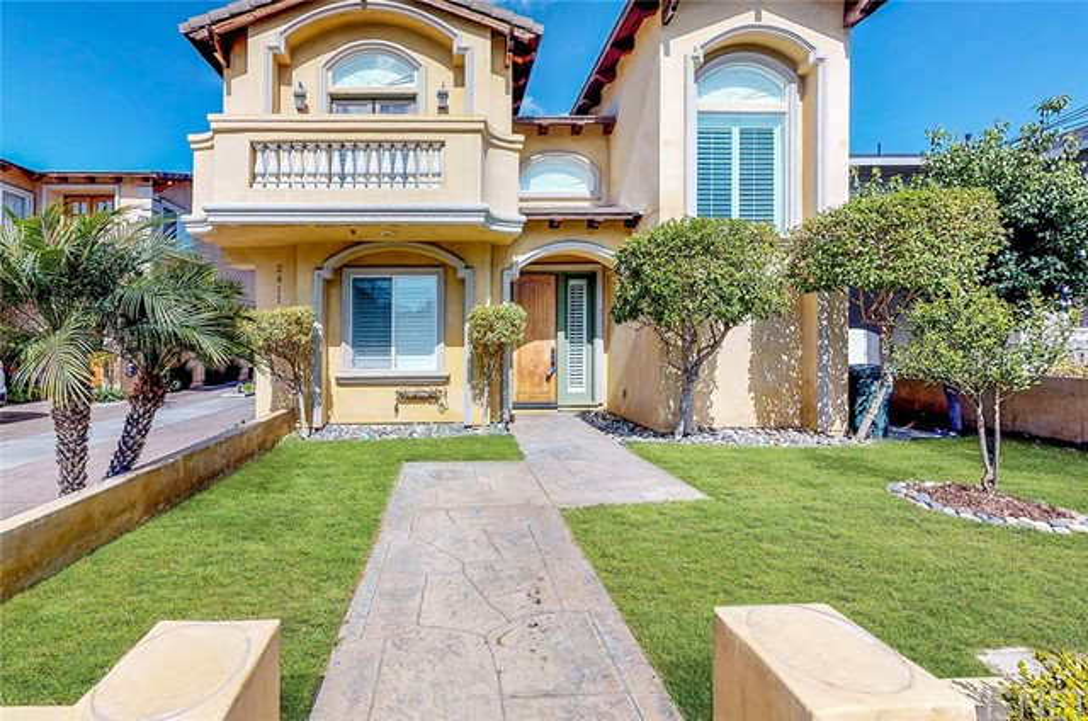 2411 Huntington Lane A, Redondo Beach, California 90278, 4 Bedrooms Bedrooms, ,3 BathroomsBathrooms,For Sale,Huntington,SR18045419