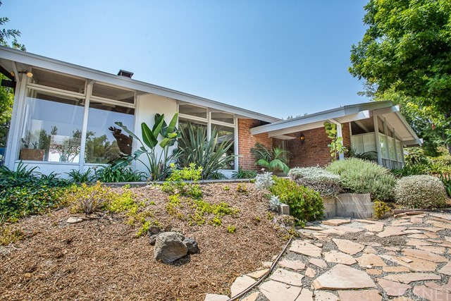Photo of 4960 Calvin Avenue, Tarzana, CA 91356