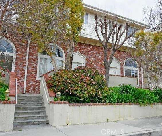 8741 Darby Avenue 10, Northridge, CA 91325