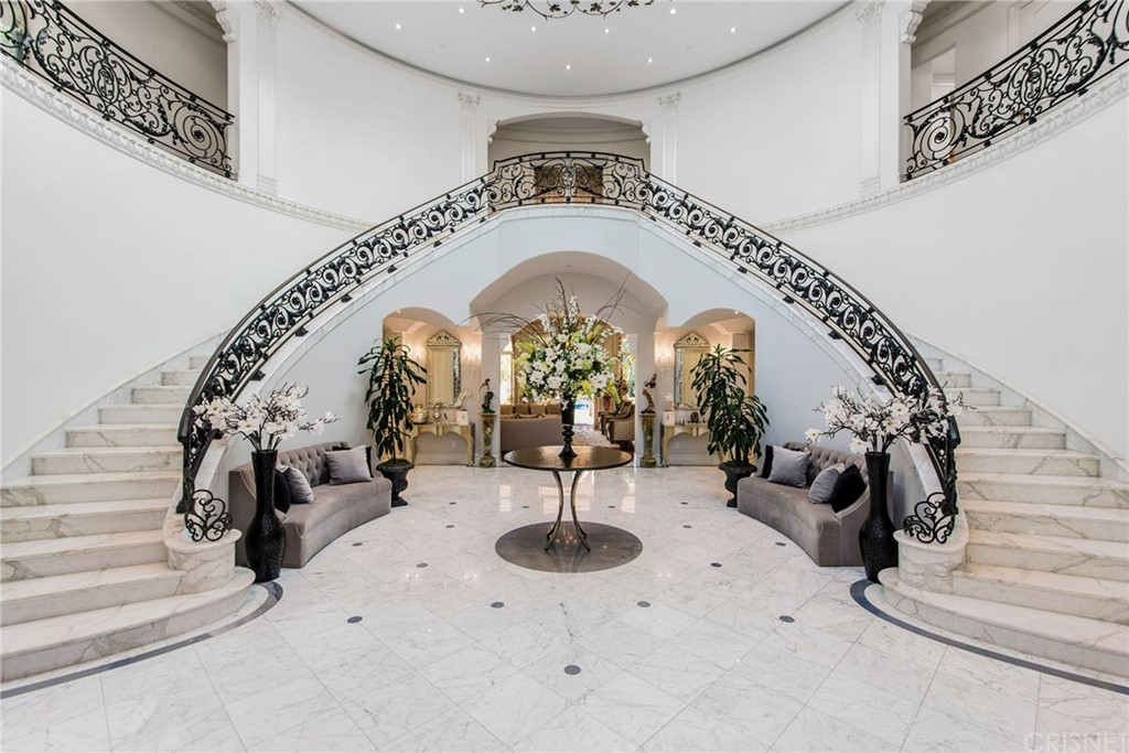 Photo of 1130 Shadow Hill Way, Beverly Hills, CA 90210