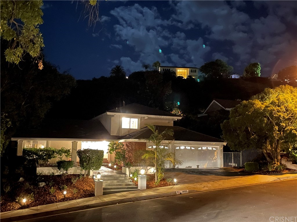 Photo of 1882 Stonesgate Street, Westlake Village, CA 91361