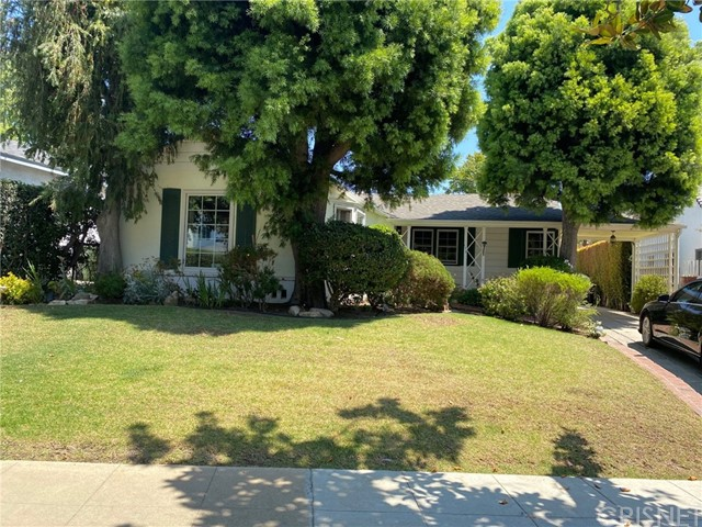 cute ranch rustic 2 bedroom 1 bath home located in brentwood south of sunset in a most desirable location. property is a fixer and great potential for investors.