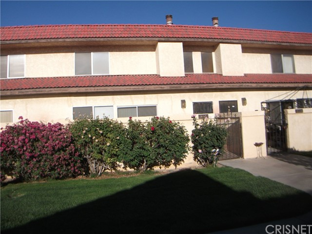 Freshly Remodeled home. With Granite counter tops in kitchen and tile floor. Both bathrooms remodeled with tile shower enclosures and granite counter tops. Two bedrooms located upstairs with full bed and bath down stairs. Fireplace in living room and bamboo flooring in living area with new carpet in bedrooms and up stairs. fantastic value with very low HOA fees.
