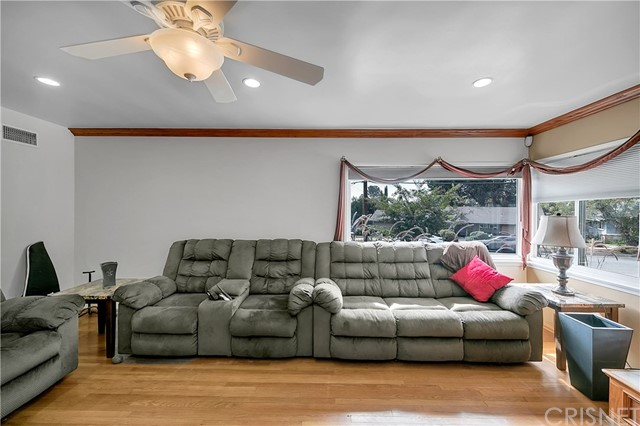 10369 Jimenez St, Lakeview Terrace, CA 91342 Photo 11
