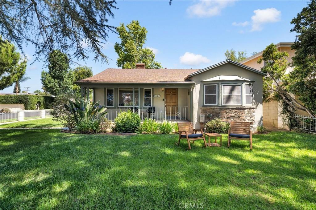 13627     Chandler Boulevard, Sherman Oaks CA 91401