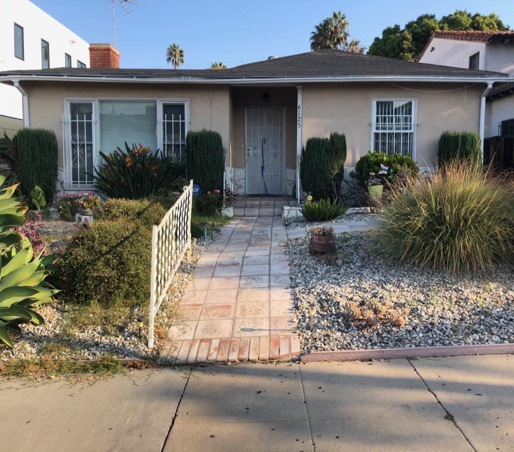 6125 Lindenhurst Avenue, Los Angeles, California 90048, 3 Bedrooms Bedrooms, ,2 BathroomsBathrooms,Single Family Residence,For Sale,Lindenhurst,SR20207446