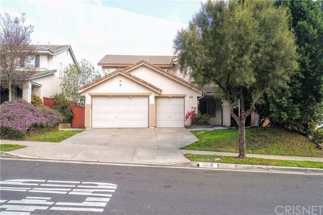 12118 Edgecliff Avenue, Sylmar, CA 91342