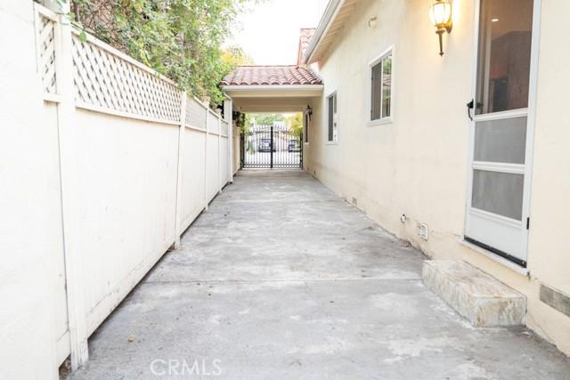 434 S Clark Drive, Beverly Hills CA: https://media.crmls.org/mediascn/288e5dcd-cc8f-46e3-bd8b-07d8d6691530.jpg