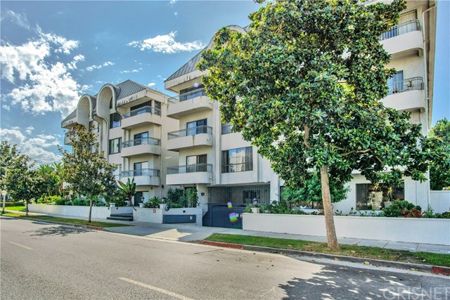 221 S Gale Drive 102, Beverly Hills, CA 90211