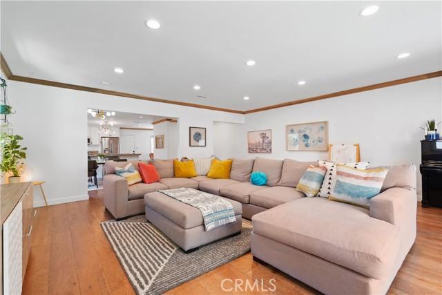 17. 5537 Bevis Avenue Sherman Oaks, CA 91411