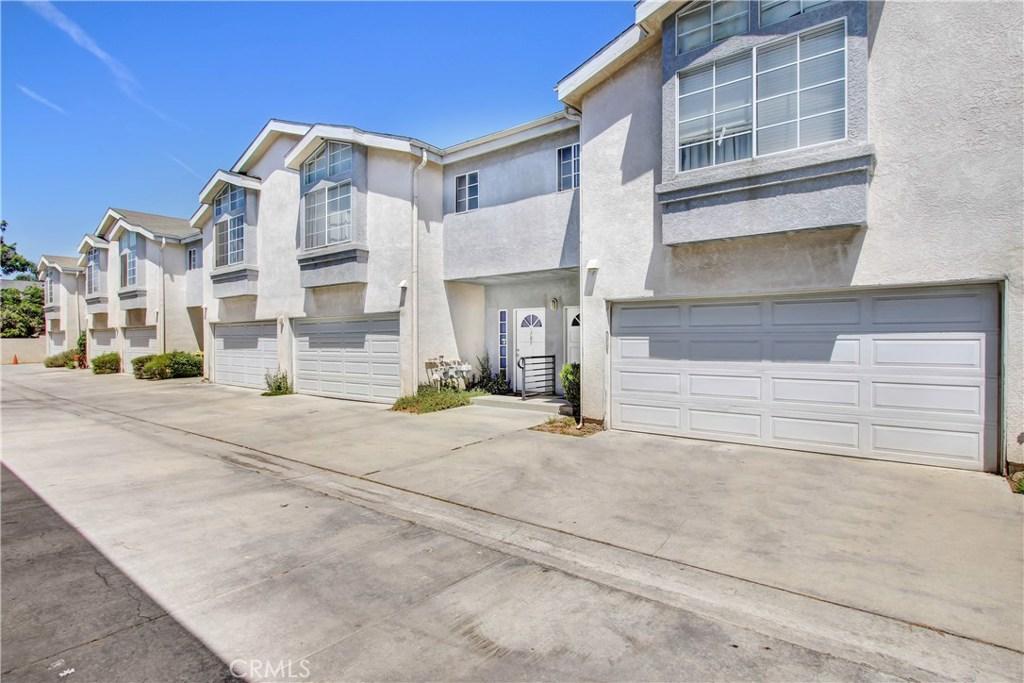 Photo of 15801 WYANDOTTE STREET #103, Lake Balboa, CA 91406