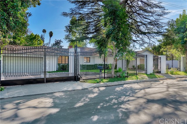 Photo of 5100 Calenda Drive, Woodland Hills, CA 91367