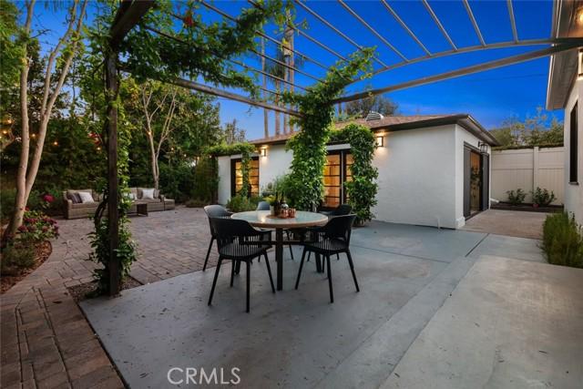 2. 111 N Rose Street Burbank, CA 91505