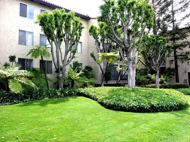 12720 Burbank, Valley Village, California 91607, 2 Bedrooms Bedrooms, ,1 BathroomBathrooms,Condominium,For Lease,Burbank,SR18272852