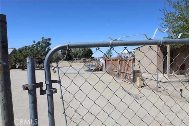 10237 Avenue R8, Littlerock, California 93543, 2 Bedrooms Bedrooms, ,1 BathroomBathrooms,Residential,For Sale,Avenue R8,SR21093974