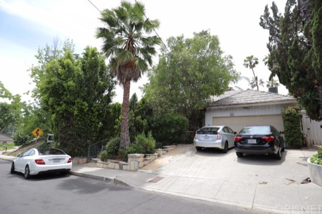 16974 Strawberry Drive, Encino, CA 91436