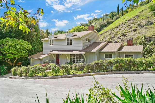 Photo of 10551 Fontenelle Way, Bel Air, CA 90077