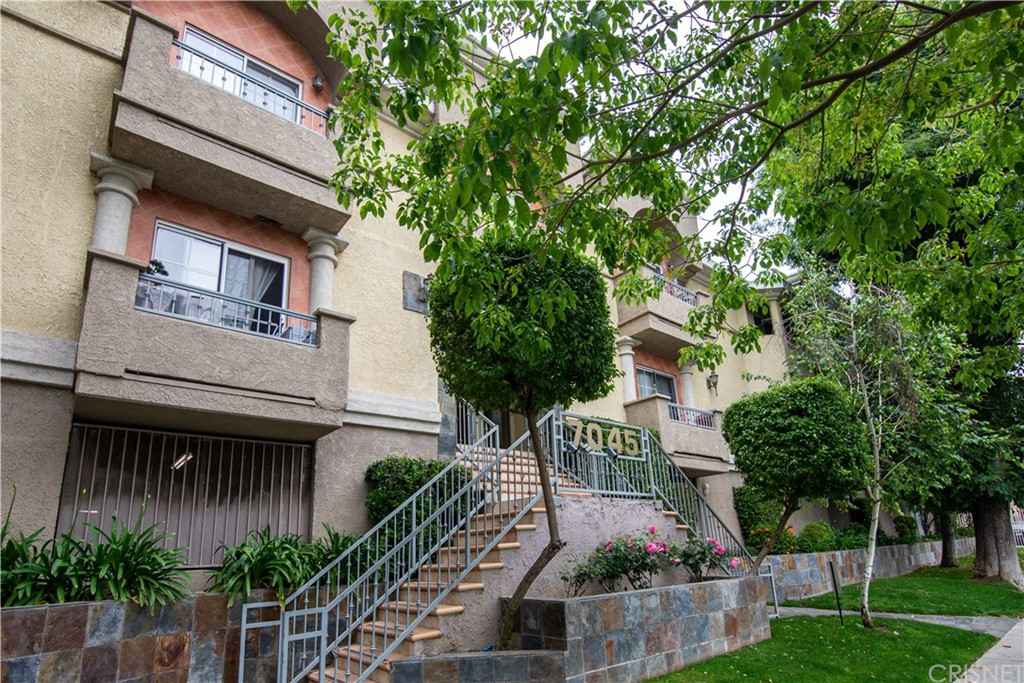 Photo of 7045 WOODLEY AVENUE #108, Lake Balboa, CA 91406