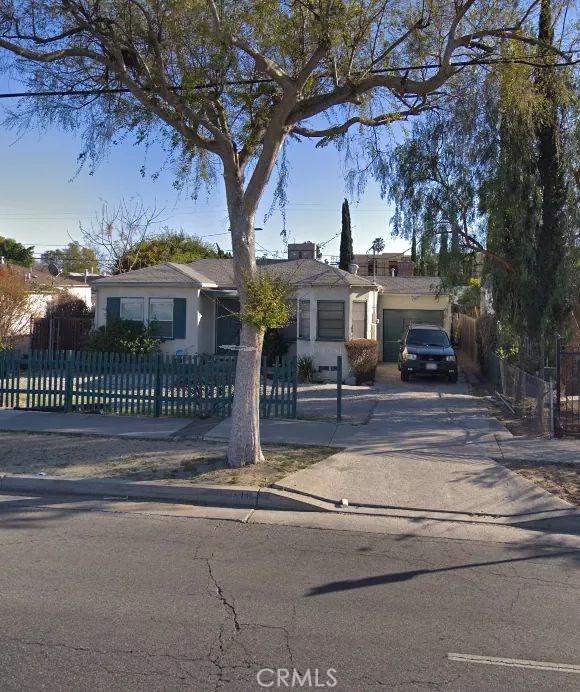 11516 Victory Boulevard, North Hollywood, CA 91606