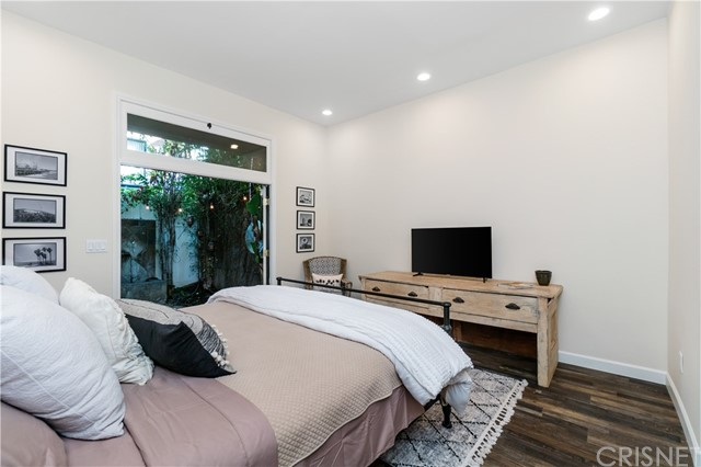Image 15 of 816 N Mansfield Ave, Hollywood, CA 90038