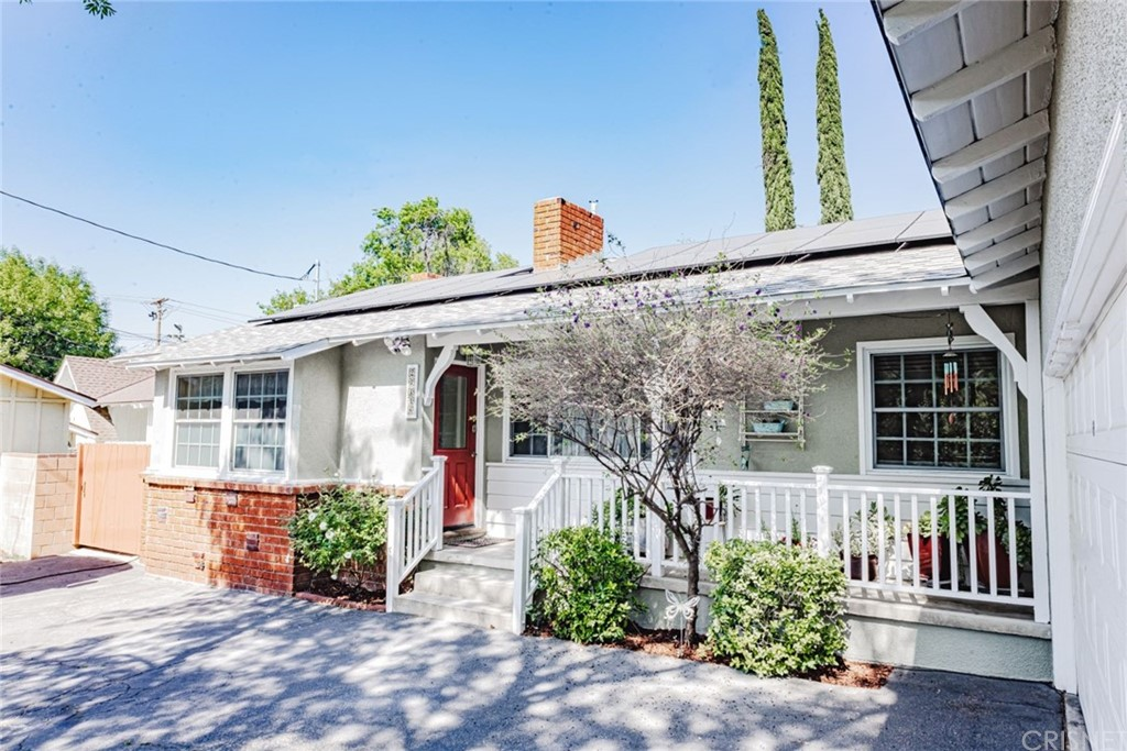 24448     Valley Street, Newhall CA 91321