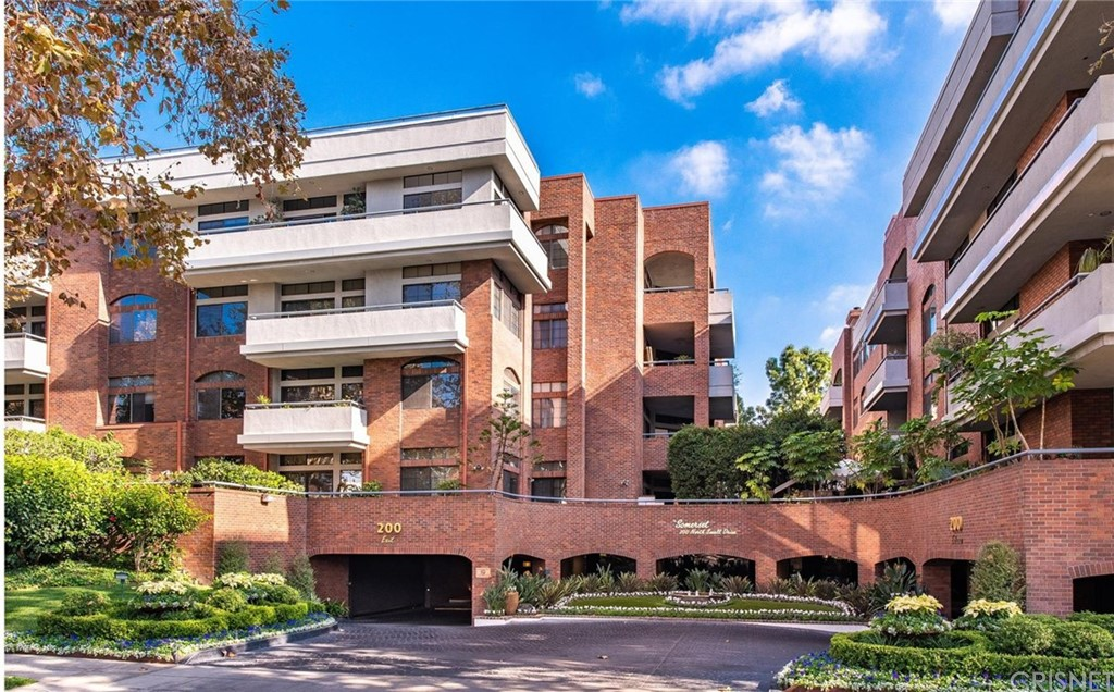 Photo of 200 NORTH SWALL DRIVE #402, Beverly Hills, CA 90211