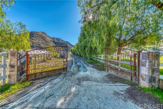 31010 San Martinez Road, Val Verde, CA 91384