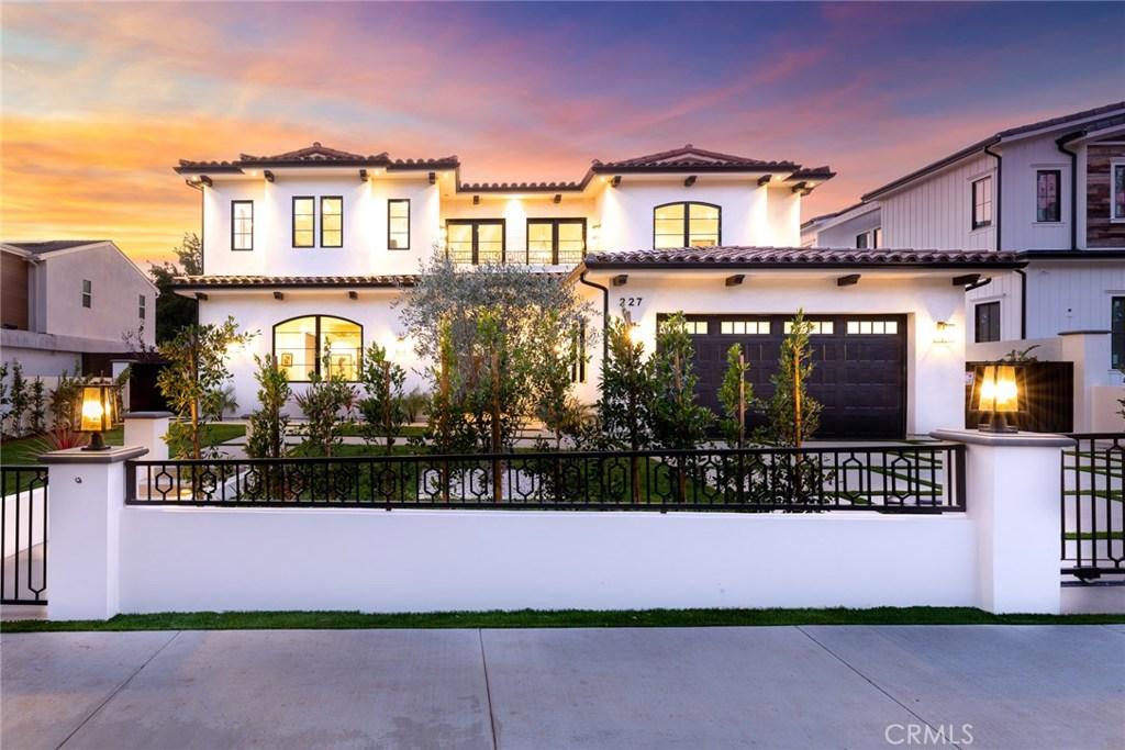 Photo of 227 VETERAN Avenue, Los Angeles, CA 90024