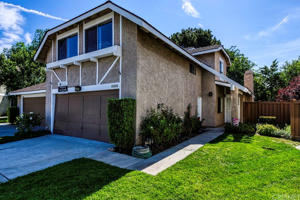 16606     Shinedale Drive, Canyon Country CA 91387