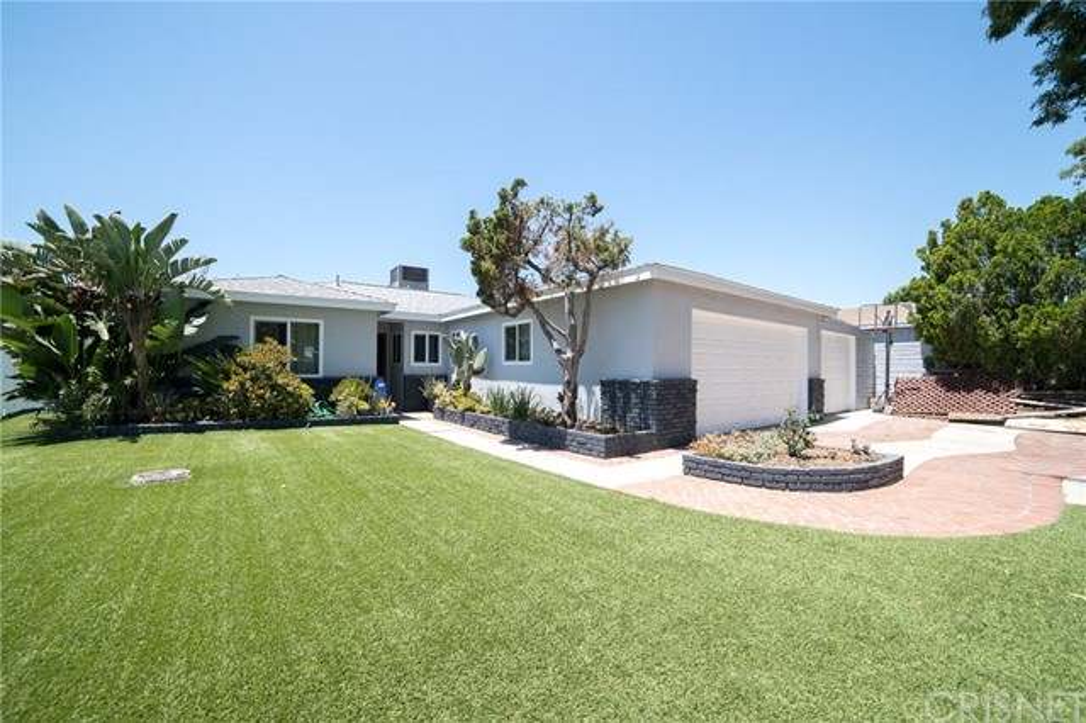 8533 Dempsey Avenue, North Hills, CA 91343