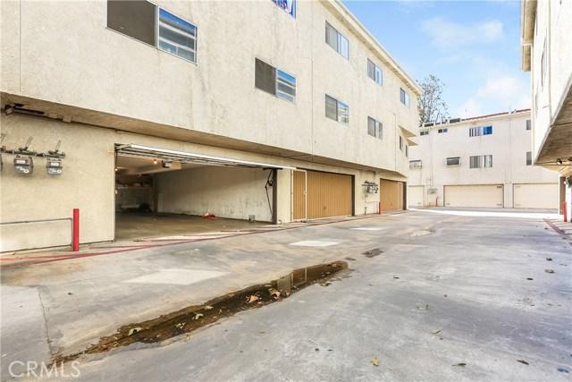 7439 Woodman Avenue 26, Van Nuys, CA 91405