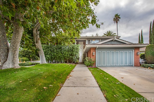 Photo of 4551 De Celis Place, Encino, CA 91436