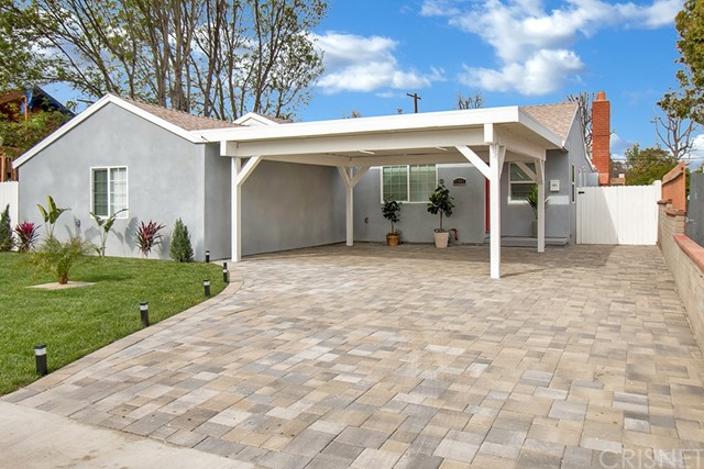 17601 Haynes Street, Lake Balboa, CA 91406