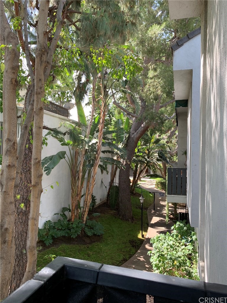 Photo of 18645 HATTERAS STREET #285, Tarzana, CA 91356