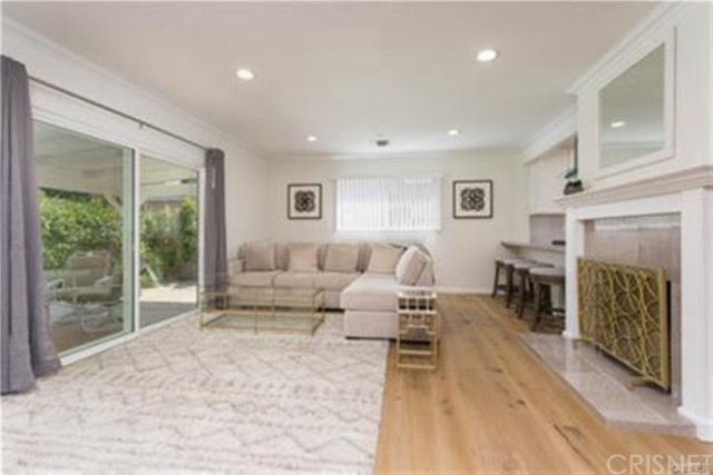 22335 Kittridge Street, Woodland Hills, CA 91303