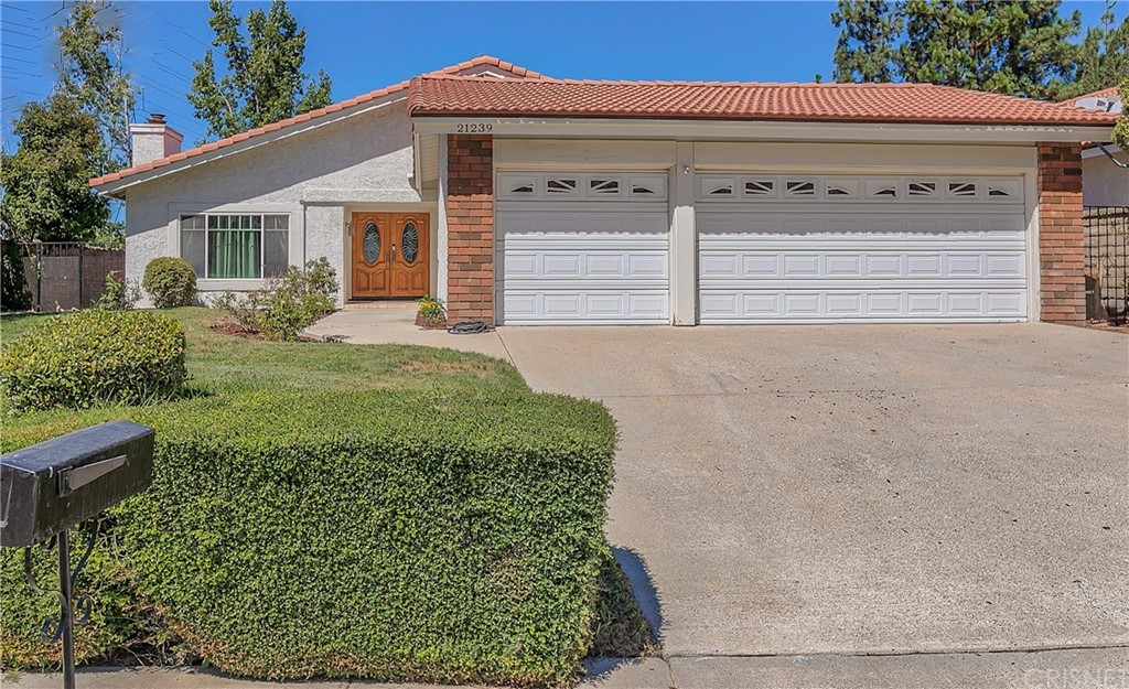 21239     Georgetown Drive, Saugus CA 91350