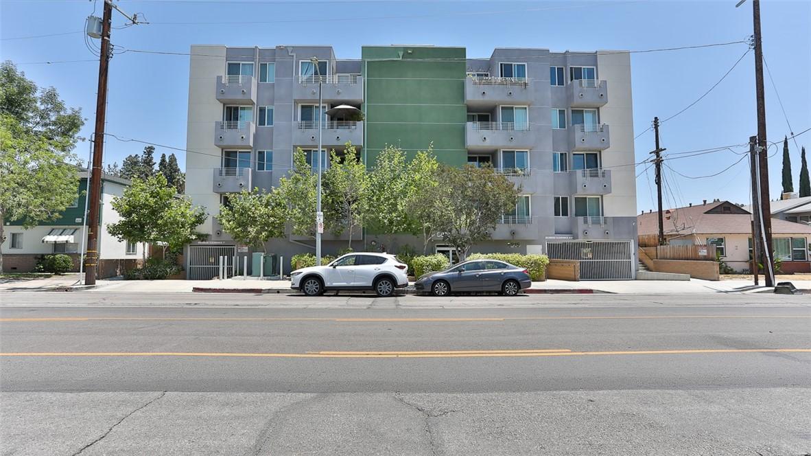 5818 Whitsett Ave #301, Valley Village, CA 91607