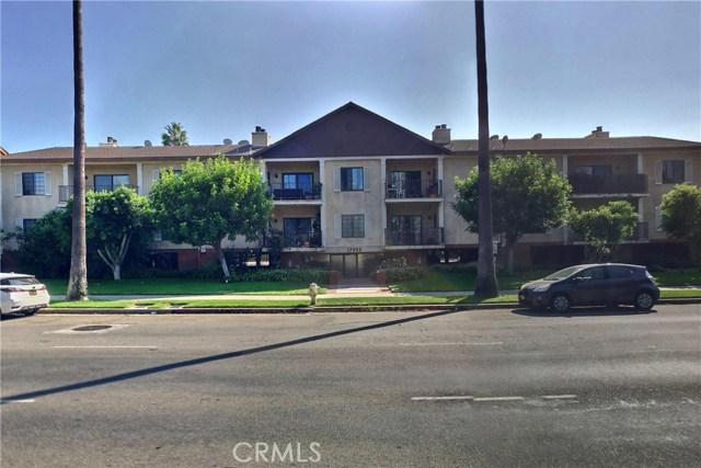 17522 Sherman Way 207, Lake Balboa, CA 91406