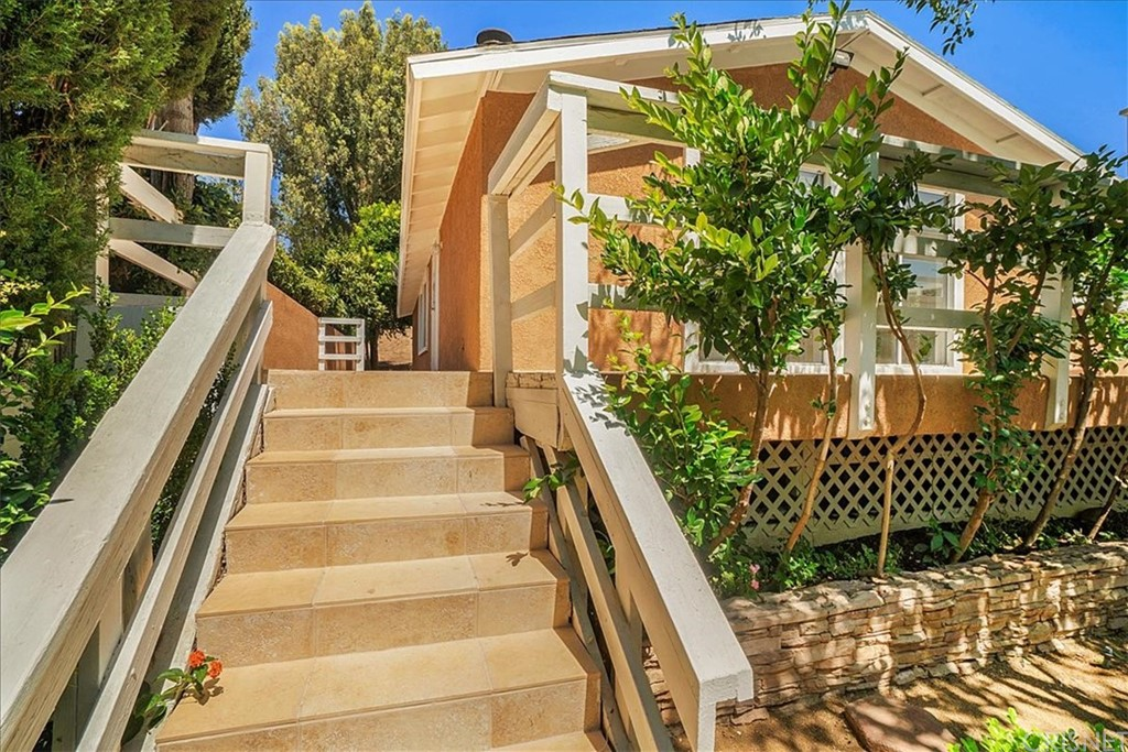 25132     Vermont Drive, Newhall CA 91321