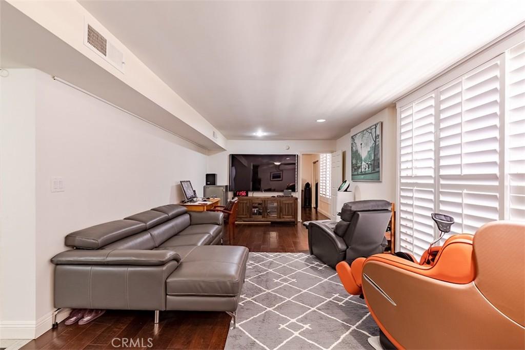 429   N Oakhurst Drive   301, Beverly Hills CA 90210